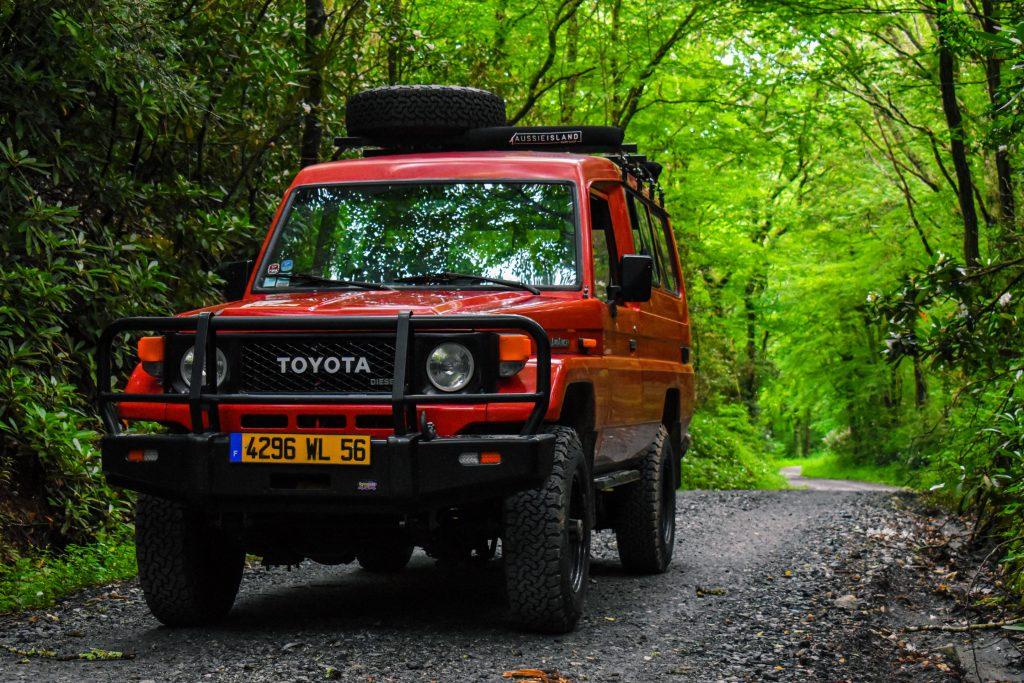 200 Series Landcruiser Upgrades - red Toyota