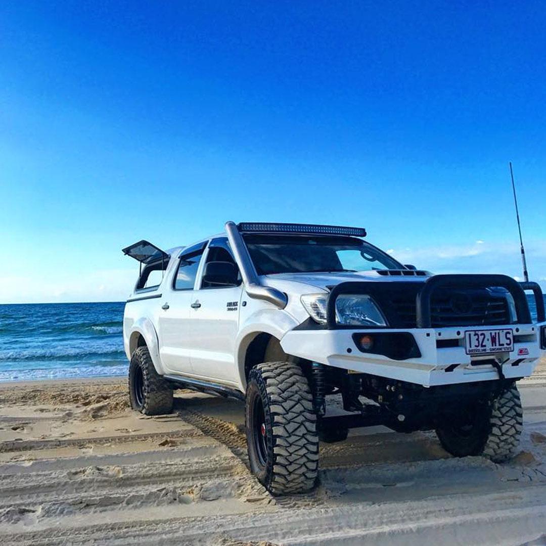 Vehicle Pavement Interaction - white 4x4 on beach sand